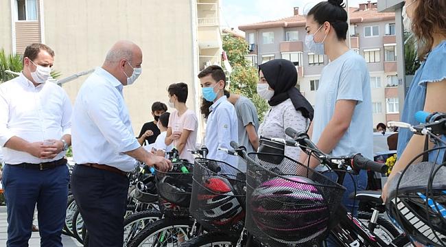 Darıca Belediyesi başarılı öğrencileri ödüllendirdi